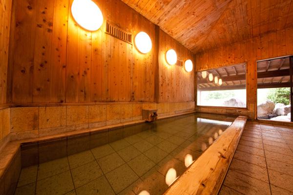 ゆふいん月燈庵露天風呂付き大浴場