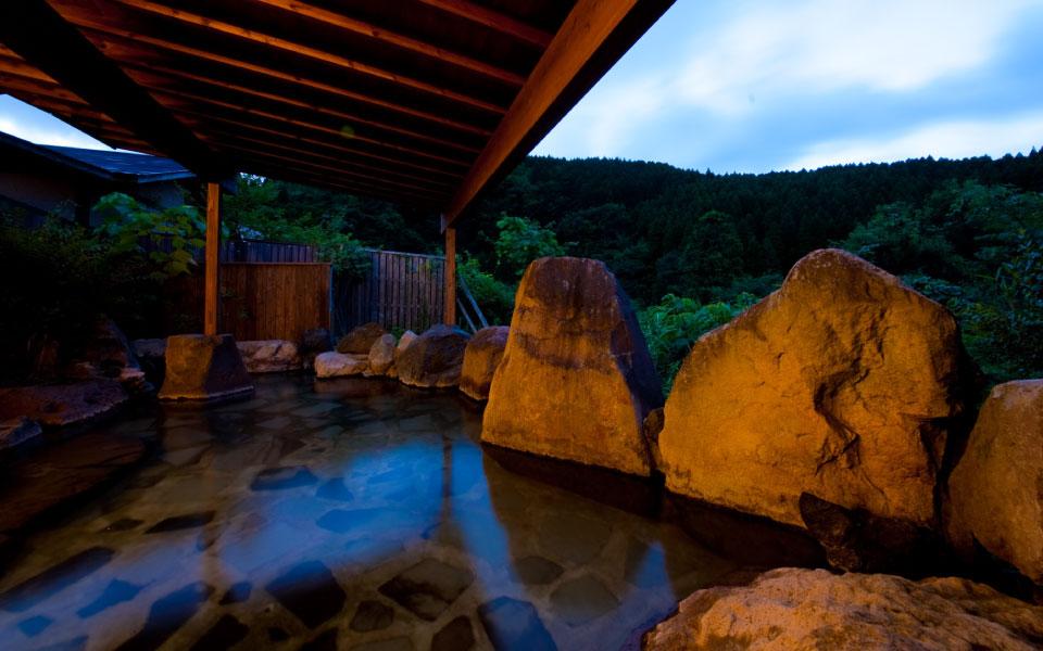 露天風呂付き大浴場 夜
